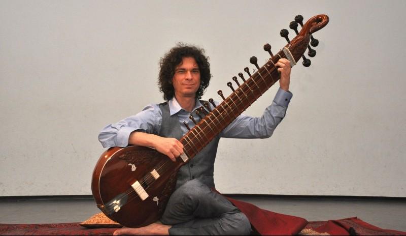 Surbahar Indiaas muziekinstrument Jan van Beek Sitar Music